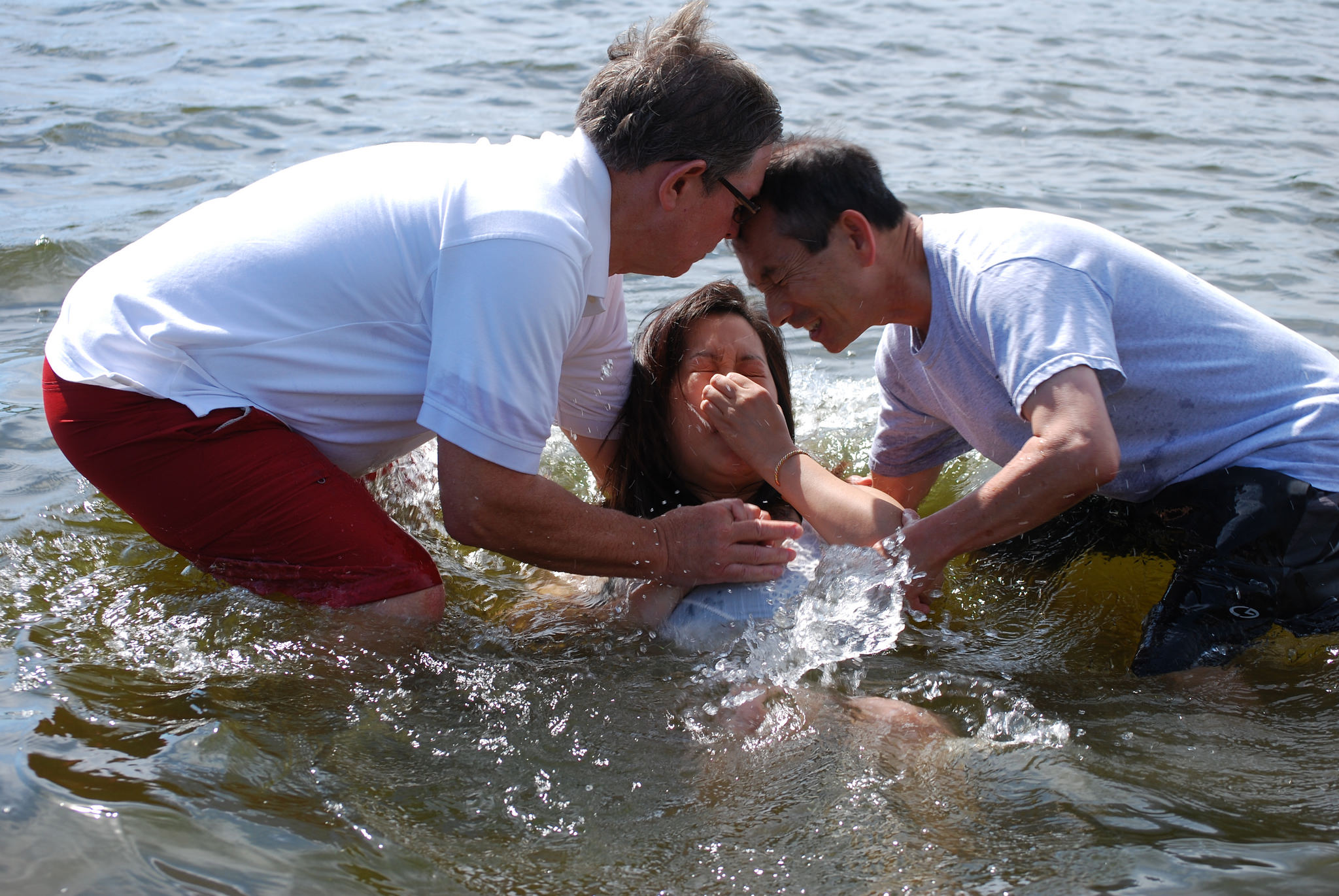 New Hmong ministry baptizes 18 in single day